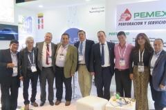 """AxURE Tecnologies diseña e implementa tecnologías para proyectos estratégicos, ofreciendo soluciones a la medida, bajo el lema de """"People-Innovation-Trust"""". Anunciaron con satisfacción y orgullo, la alianza estratégica para representar en Colombia a PEMEX Perforación y Servicios, subsidiaria de la empresa estatal mexicana para perforación, terminación y repoaración de pozos. En su estand captamos a Luis Farfan, Luis Aldana, Orlando Mercado, Oscar Villadiego, Guillermo Rugeles, Julio Vera, Carlos Guillermo López, Martha Rivera y Ricardo Prieto"""