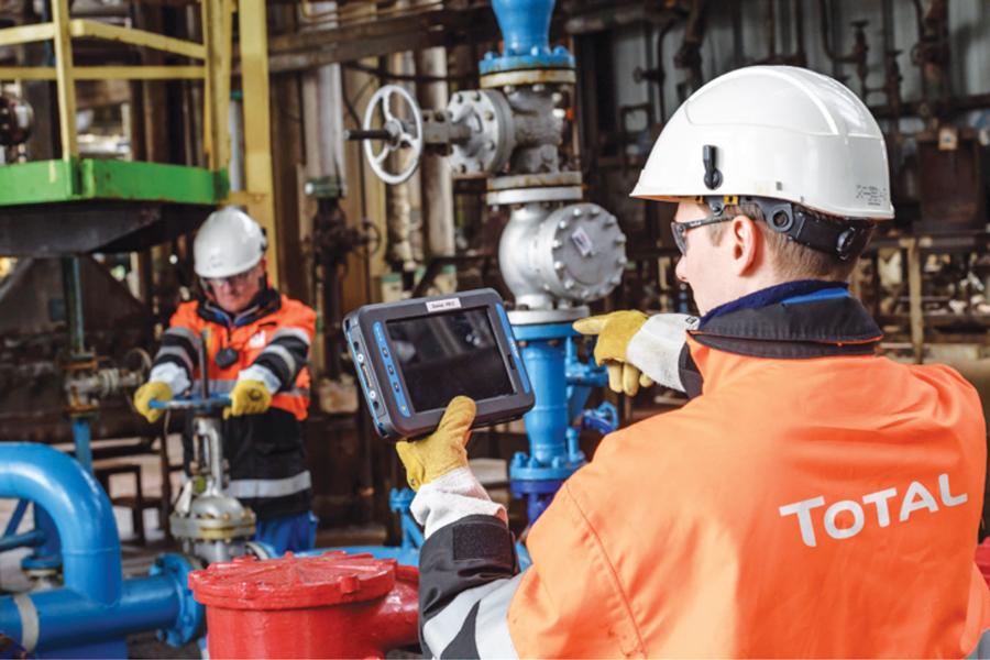Total adquiere la unidad de negocios petroleros de Maersk