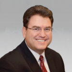 Gary Rich, President and CEO, de Parker Drilling anunció su retiro