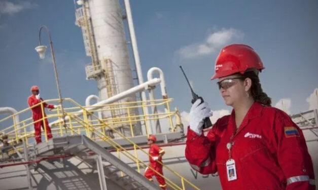 Producción de crudo de Venezuela podría caer a 300.000 b/d por la salida de Chevron